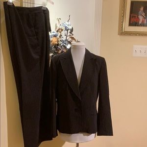 Lovely navy with thin pink strip suit size 14